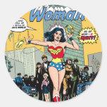 Mujer Maravilla que protagoniza la carabina de Pat Pegatinas Redondas