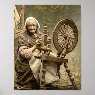 Mujer mayor con la rueda de hilado impresiones