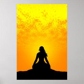 Mujer Meditating Póster