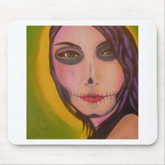 Mujer Muerta Mouse Pads