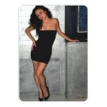 Mujer negra del vestido invitación personalizada