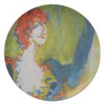 Mujer pelirroja platos