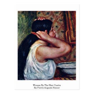 Mujer por los peines del pelo de Pierre-Auguste Re Tarjetas Postales