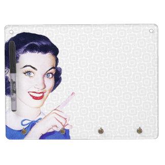 Mujer punteaguda de los años 50 retros tablero blanco