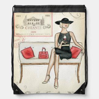 Mujer que bebe el vino rojo mochilas