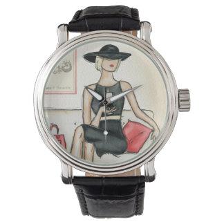 Mujer que bebe el vino rojo relojes de pulsera