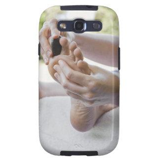 Mujer que consigue masaje del pie con la piedra ca galaxy SIII carcasas