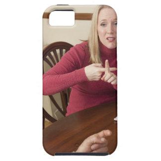 """Mujer que firma la palabra """"alquiler"""" en muestra a iPhone 5 Case-Mate carcasas"""