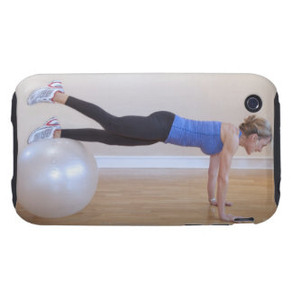 Mujer que hace actitud del ejercicio tough iPhone 3 carcasa