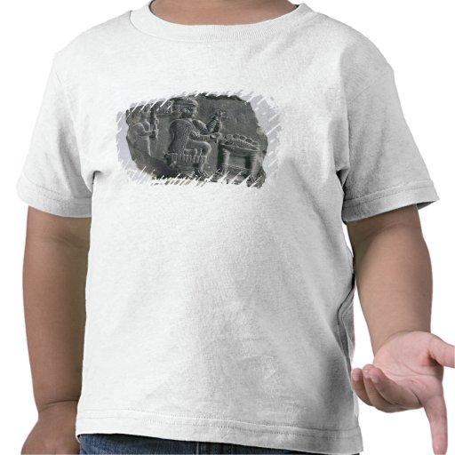 Mujer que hace girar, período Neo-Elamite, c.700-  Camisetas