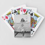 Mujer que juega a tenis baraja cartas de poker