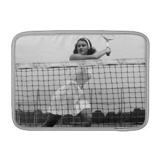 Mujer que juega a tenis funda para macbook air