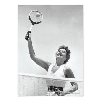 """Mujer que juega al tenis 2 invitación 5"""" x 7"""""""