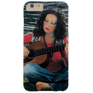 Mujer que juega música con la guitarra acústica funda barely there iPhone 6 plus