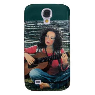 Mujer que juega música con la guitarra acústica funda para galaxy s4