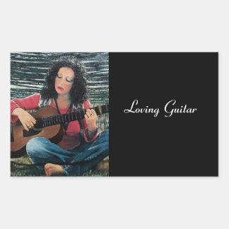 Mujer que juega música con la guitarra acústica pegatina rectangular