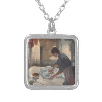 Mujer que plancha por Edgar Degas Joyerias