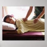 Mujer que recibe el masaje #1 posters