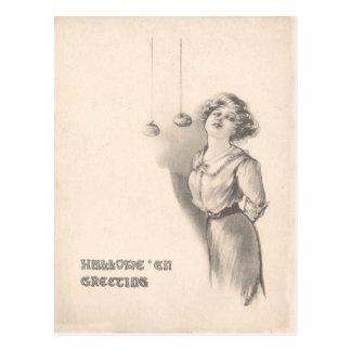 Mujer que se menea para las manzanas blancos y postal