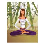 Mujer que se sienta en la posición de loto, medita tarjetas postales