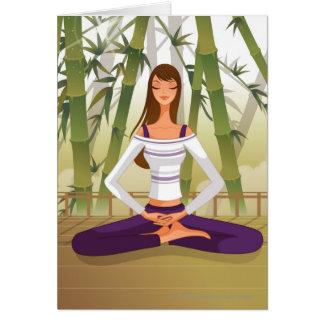 Mujer que se sienta en la posición de loto, tarjeta de felicitación