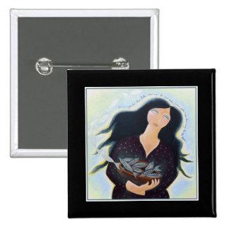 Mujer que sostiene pescados en un cuenco. En negro Pins