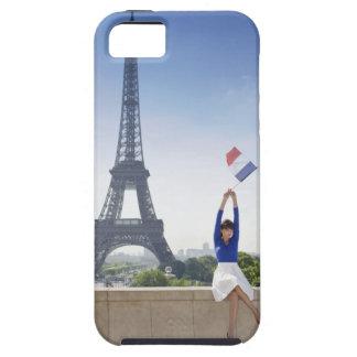 Mujer que sostiene una bandera francesa que se iPhone 5 carcasa