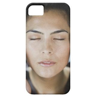 Mujer que toma un tratamiento del balneario funda para iPhone SE/5/5s