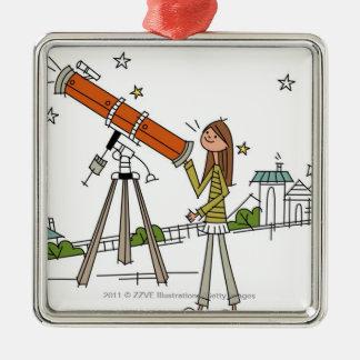 Mujer que usa un telescopio de la astronomía adorno navideño cuadrado de metal