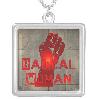 Mujer radical colgante cuadrado