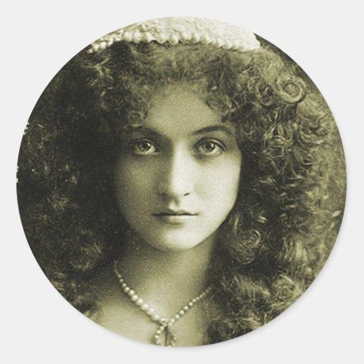 Mujer retra del retrato 20s de la sepia de las pegatina redonda
