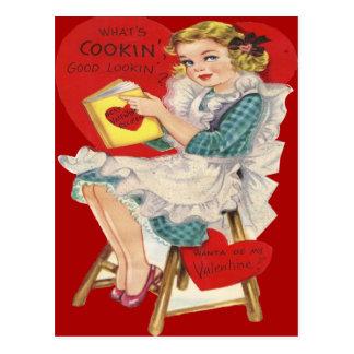 Mujer retra del vintage que cocina la tarjeta de tarjetas postales
