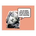 Mujer retra en el teléfono, drama postal