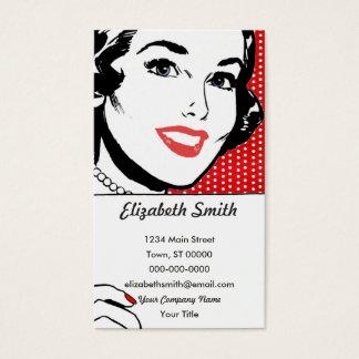 Mujer retra que lleva a cabo una muestra tarjetas de visita