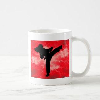 Mujer roja del relámpago de los artes marciales taza