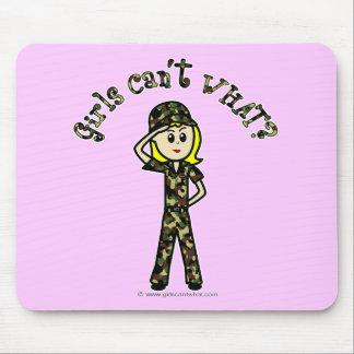 Mujer rubia del ejército tapete de ratón