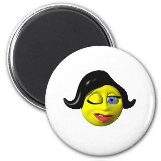 Mujer sonriente amarilla que guiña en usted imán para frigorífico