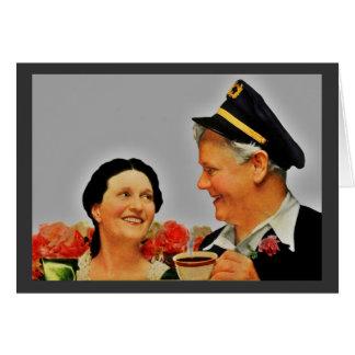 Mujer sonriente del vintage y café de consumición tarjetas