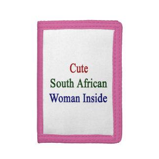 Mujer surafricana linda dentro