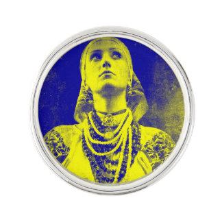 Mujer ucraniana de la bandera del vintage pin