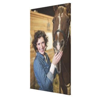 Mujer y caballo lona envuelta para galerias