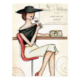 Mujer y copa de vino postal