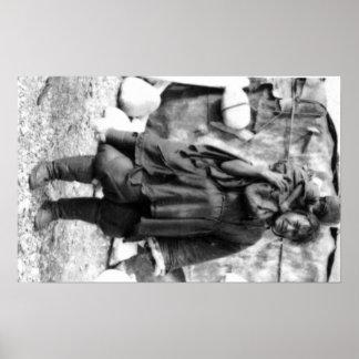 Mujer y niño esquimales en la fotografía de Alaska Póster