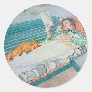 Mujer y perro en un banco pegatina redonda