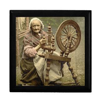 Mujer y rueda de hilado irlandesas 1890 caja de joyas