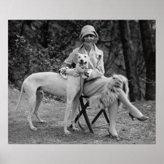 Mujer y su perro póster