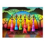 Mujeres africanas con la postal de los buques