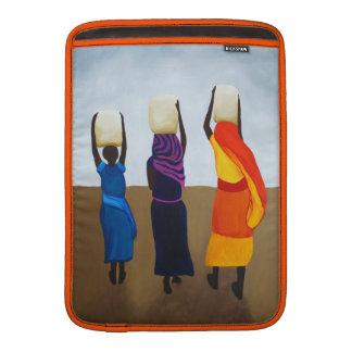 Mujeres africanas que llevan la carga pesada fundas MacBook