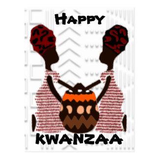 Mujeres africanas y una cesta Kwanzaa moderno Postal