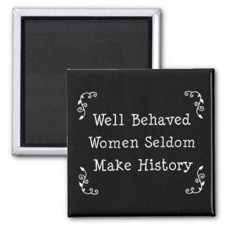 Mujeres bien comportadas imán cuadrado